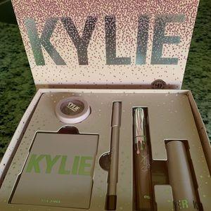 Kylie Jenner Try It makeup kit Bundle